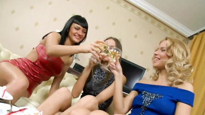 Пьяные голые девушки